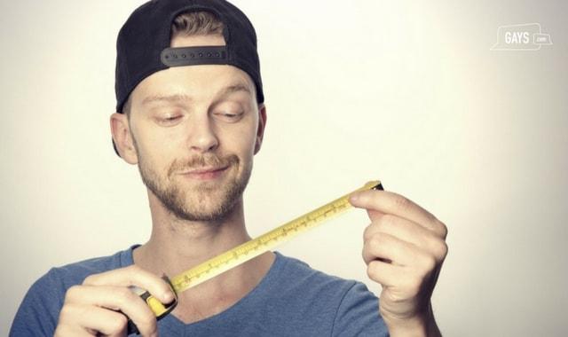 man measuring penis size
