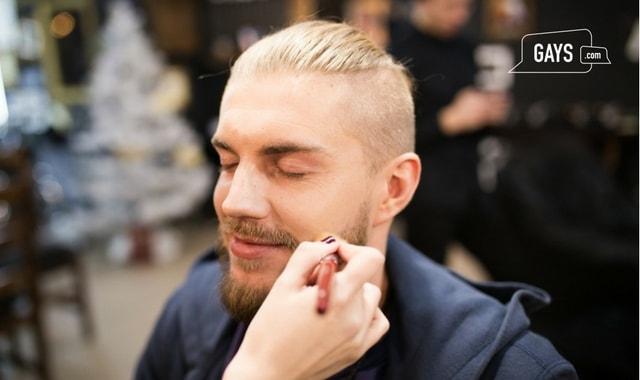 Makeup for Men   Man applying makeup